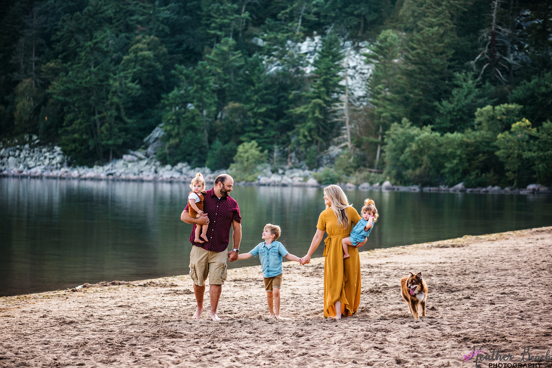 family of five, family photography, Sun Prairie Family photographer, Wisconsin Dells, beach, bluffs, cute family