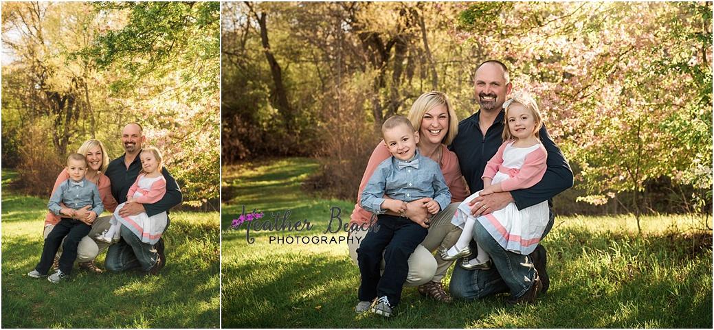 Sun Prairie family photographer, Sun Prairie baby photographer, Sun Prairie child photographer, Sun Prairie portrait photographer, extended family, outdoor family pictures, twins, family of 4