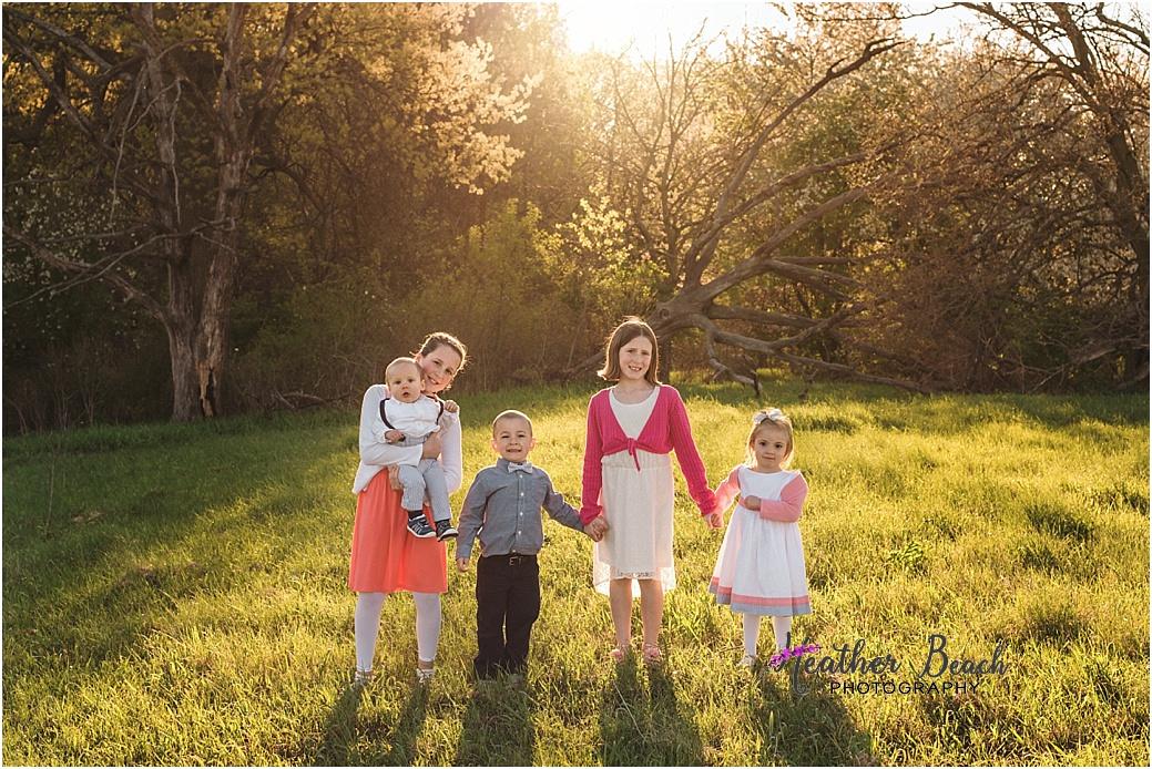 Sun Prairie family photographer, Sun Prairie baby photographer, Sun Prairie child photographer, Sun Prairie portrait photographer, extended family, outdoor family pictures, cousins, kids and baby