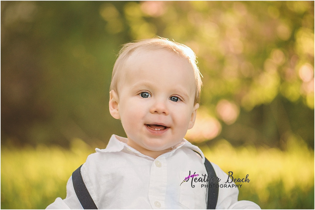 Sun Prairie family photographer, Sun Prairie baby photographer, Sun Prairie child photographer, Sun Prairie portrait photographer, extended family, outdoor family pictures, kids, baby