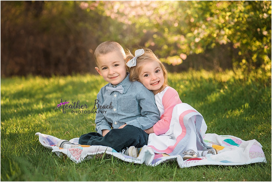 Sun Prairie child photographer, Sun Prairie baby photographer, twins, Sun Prairie portrait photographer, extended family, outdoor family pictures, outdoor photos, quilt